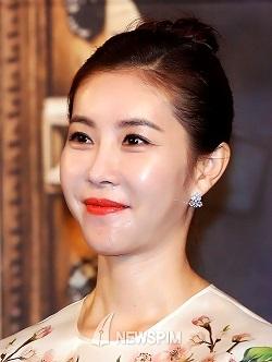 スタイル抜群ヨガ女優 ハン・ウンジョン 卒業アルバム_f0158064_21173049.jpg