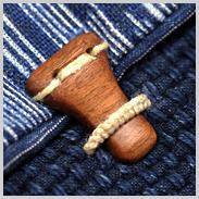 刺し子とアンティークの麻の型染めの小物入れ_d0221430_19571155.jpg