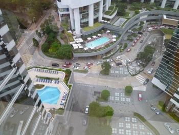 香港2*12 トンビがあいさつにきた日曜日_e0359436_23164656.jpg