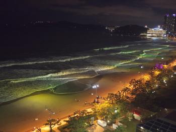 はじめて釜山9*台風一過の海雲台ビーチの夜_e0359436_23301513.jpg