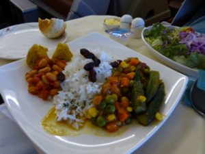 スリランカ*3 スリランカ航空ビジネスクラスの機内食はベジタリアンで_e0359436_23340707.jpg
