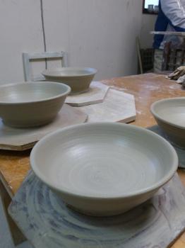 中くらいの鉢を作ってきました_e0359436_23450103.jpg