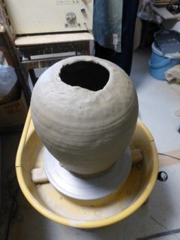 大きな壷がひとつ完成_e0359436_23470313.jpg