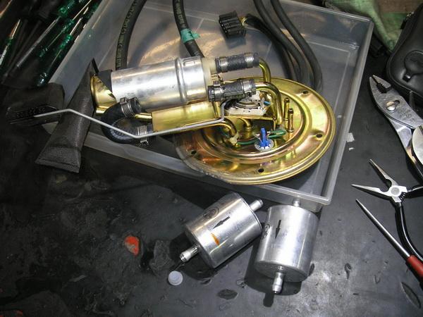 BMW R1100GS 燃料フィルター交換と他_e0218639_10473831.jpg