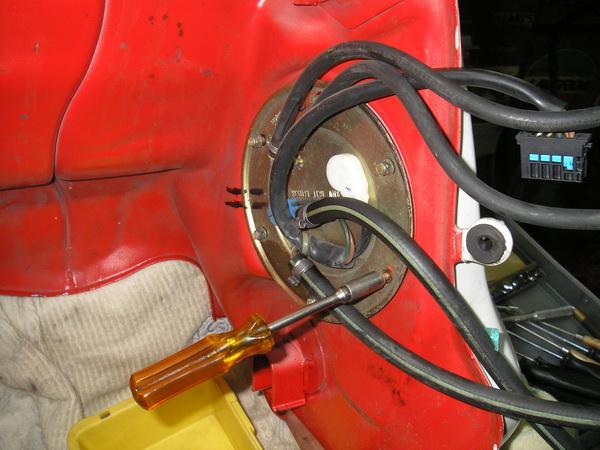 BMW R1100GS 燃料フィルター交換と他_e0218639_1047980.jpg