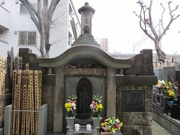 永井荷風(雑司ケ谷霊園に眠る有名人①)_c0187004_10483017.jpg