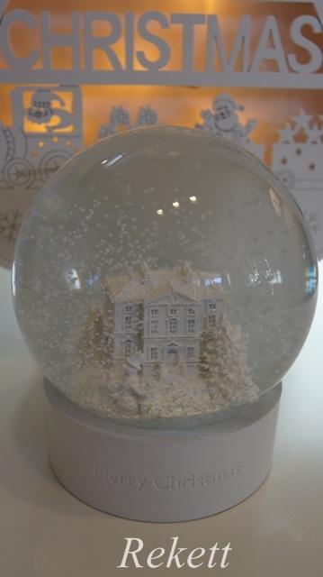 ウェッジウッド素敵なクリスマススノーグローブ&オーナメント!_f0029571_18584930.jpg