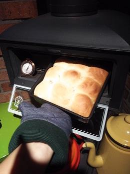 お局、パイプオーブンでパンを焼く。_a0045293_10115778.jpg