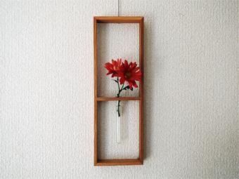 赤い花をかざりました。_c0195909_12462922.jpg