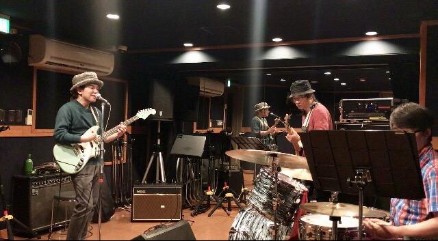 11月26日は柏ALIVE!Bass:岡雄三!Drums:宮川剛!_f0181924_519982.jpg
