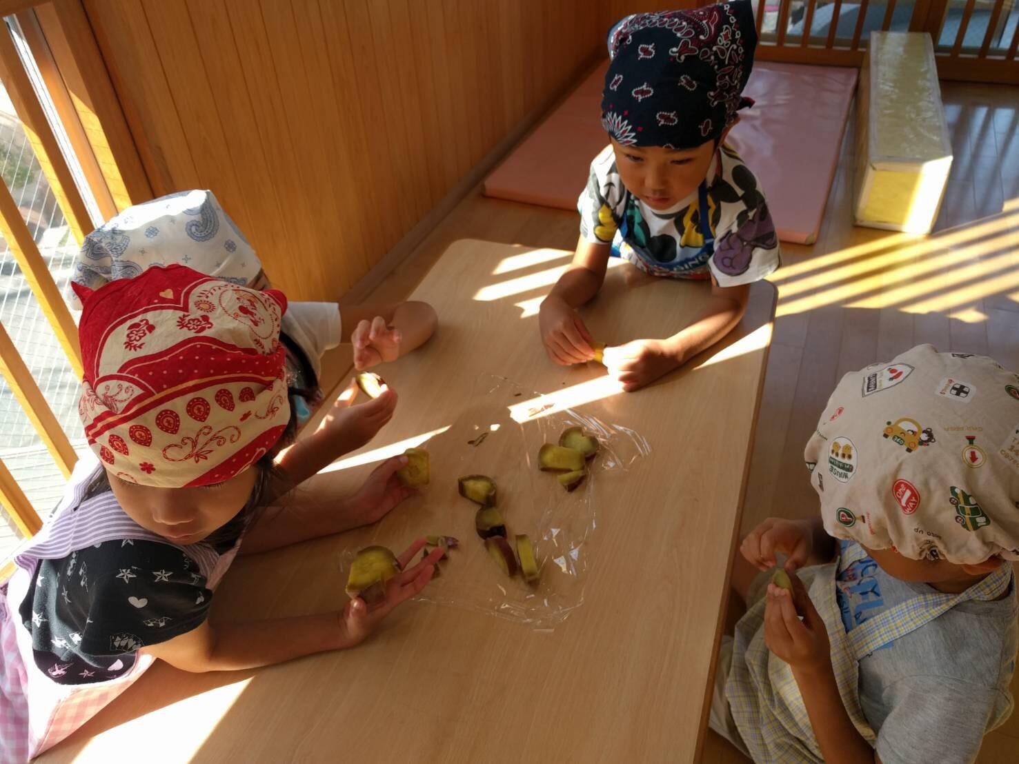 5歳児くじら組  お芋クッキング&お芋パーティPart②_c0151262_22172294.jpg