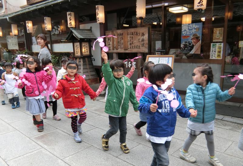 11月16日ルンビニー幼稚園お会式_d0278912_083161.jpg