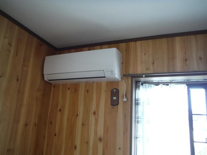 入居前リフォーム ~エアコン取り付け。_d0165368_4235590.jpg
