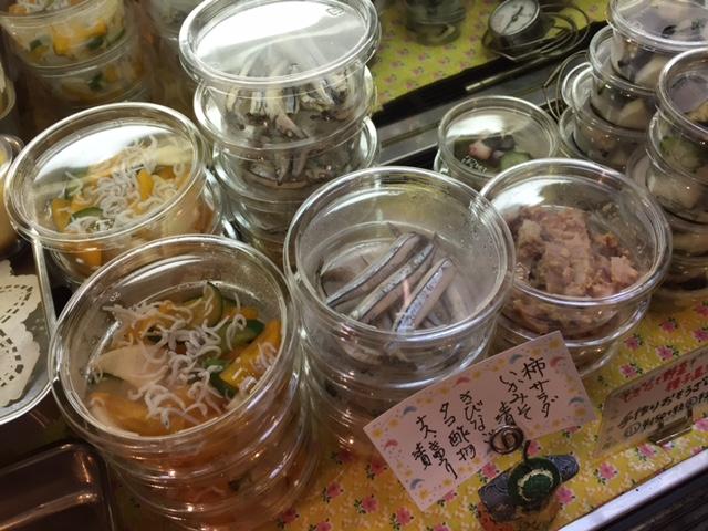ベルクの手作りお惣菜♪柿サラダ、いか味噌漬け、きびなご、タコ酢の物、茄子胡瓜漬け、黒とトラの豆ピクルス♪_c0069047_14215240.jpg
