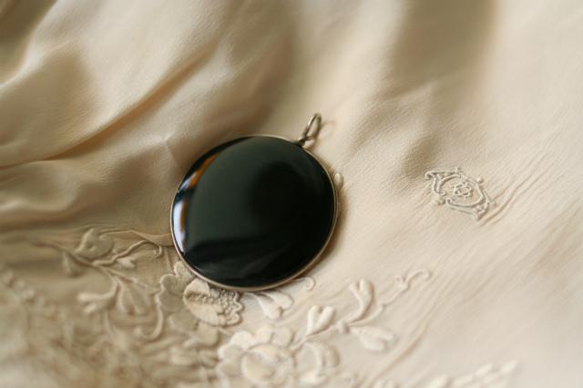 黒オニキスの丸ペンダントトップ 値下げ sold out!_f0112550_06291735.jpg