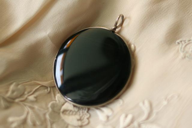 黒オニキスの丸ペンダントトップ 値下げ sold out!_f0112550_06291802.jpg
