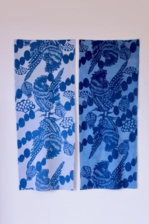 梅崎由起子さんの干支の手ぬぐい「酉」ホワイトとブルー_b0353974_14410418.jpg