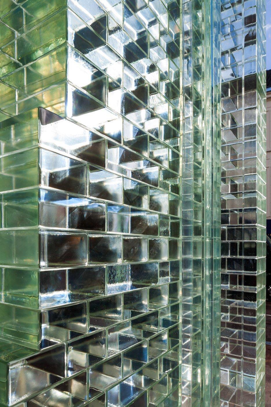 八巻多鶴子のおしゃれ通信(4):ガラスはコンクリートよりも強し!?CHANEL新店舗の大胆な改装_a0138976_14300394.jpg