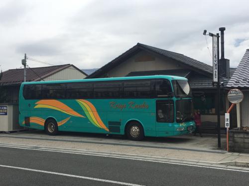 宿から動かないバス。_d0338282_13533316.jpg