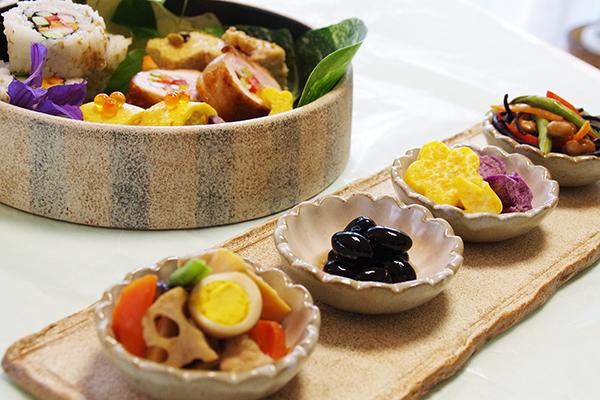 弁当を楽しむ薩摩焼の器_a0043405_21345645.jpg