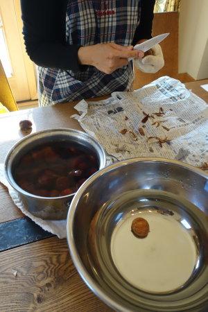 栗の渋皮煮&ショソン・オ・ポム&コーヒーのロールケーキ_b0254207_23534614.jpg