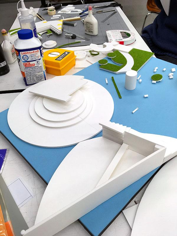 9週目はそれぞれの制作(続)/デザイン・工芸科 私大コース_f0227963_13174214.jpg