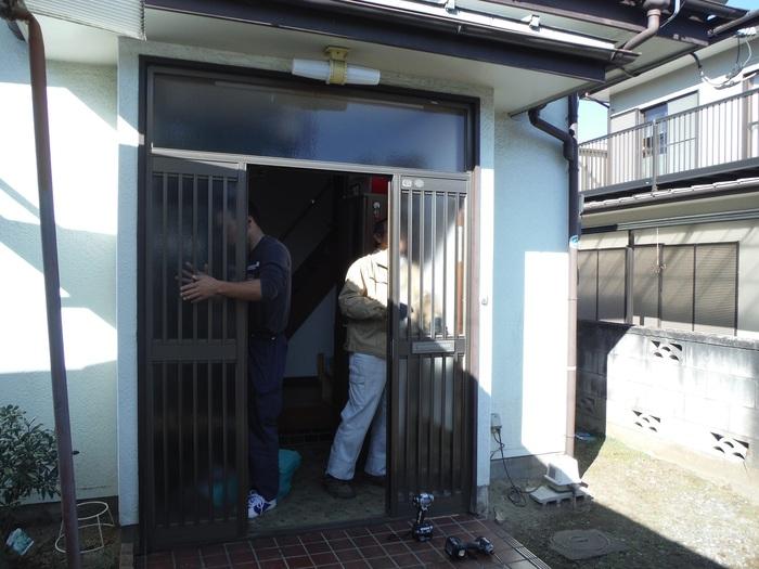玄関ドアリフォーム ~ 古くなってきたので。_d0165368_15579.jpg