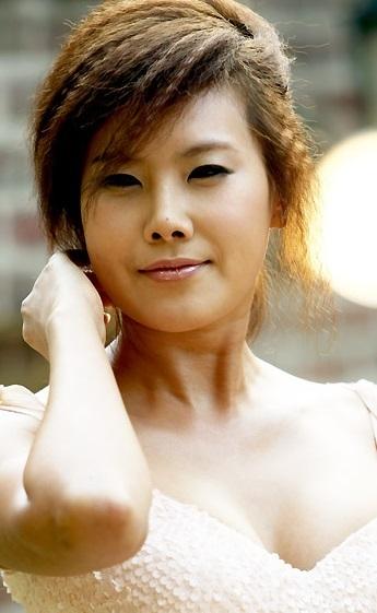 アラフォー セクシー歌手 キムヒョンジョン_f0158064_00460464.jpg