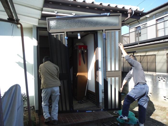玄関ドアリフォーム ~ 1日で取り替え終了。_d0165368_5375756.jpg