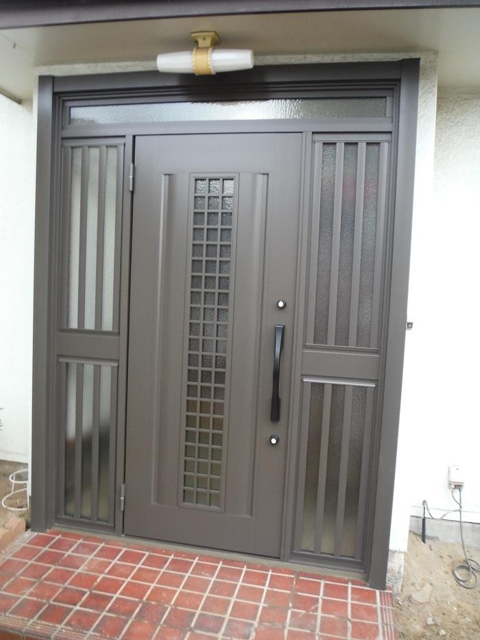 玄関ドアリフォーム ~ 1日で取り替え終了。_d0165368_5391443.jpg