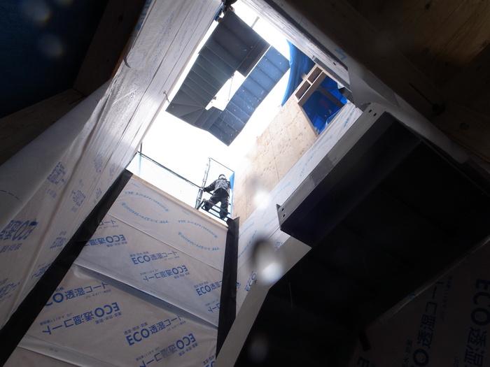 外部鉄骨階段の搬入_f0223603_134348.jpg