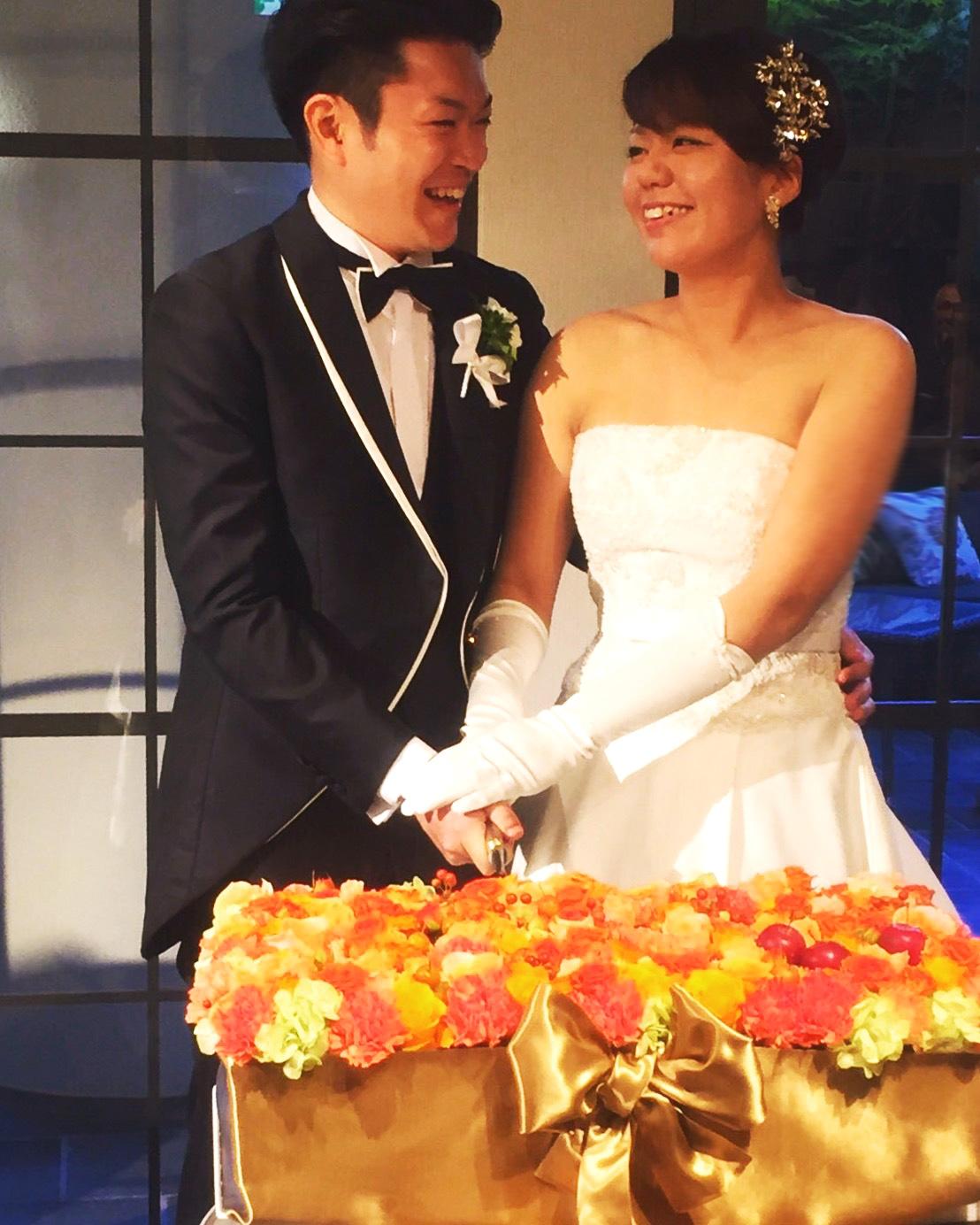 秋の装花 結婚式のフラワーケーキ、オレンジ色で28シェアに 横浜迎賓館さまへ_a0042928_1248154.jpg