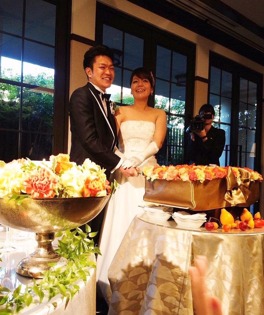 秋の装花 結婚式のフラワーケーキ、オレンジ色で28シェアに 横浜迎賓館さまへ_a0042928_12483620.jpg