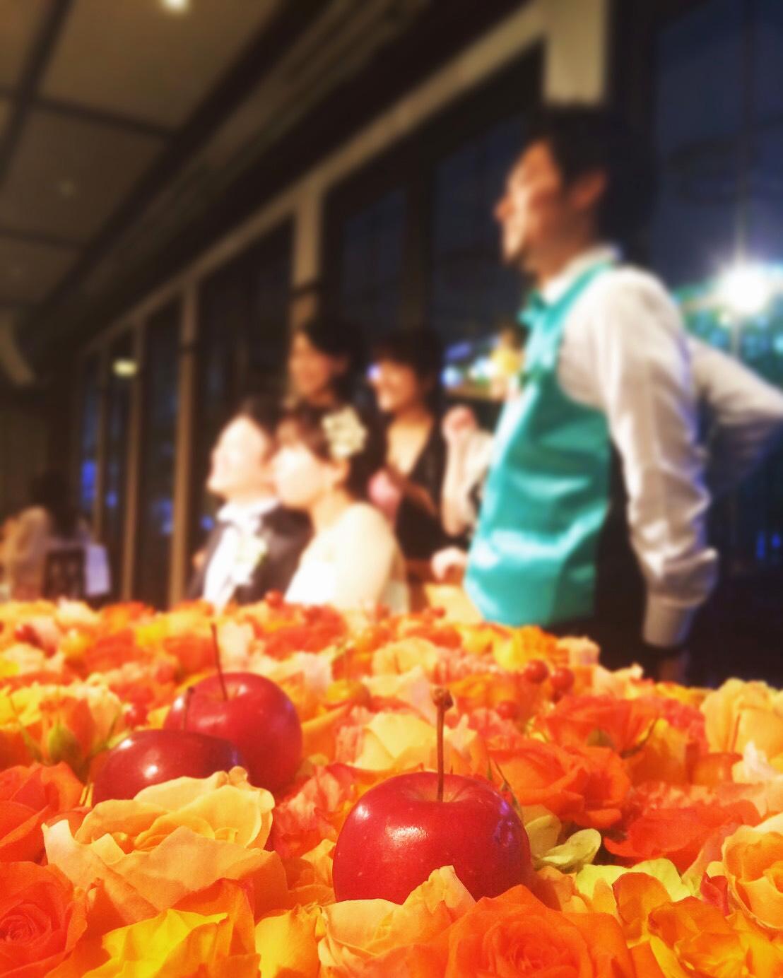 秋の装花 結婚式のフラワーケーキ、オレンジ色で28シェアに 横浜迎賓館さまへ_a0042928_1253142.jpg