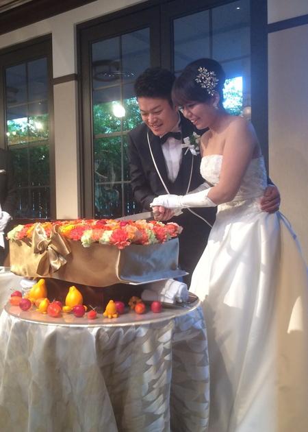 秋の装花 結婚式のフラワーケーキ、オレンジ色で28シェアに 横浜迎賓館さまへ_a0042928_12562777.jpg