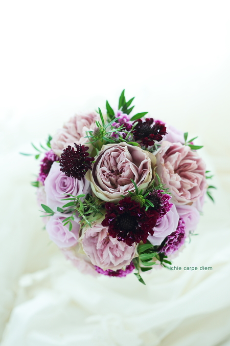 ラウンドブーケ ウェスティンホテル東京様へ、紫のドレスに_a0042928_2314996.jpg