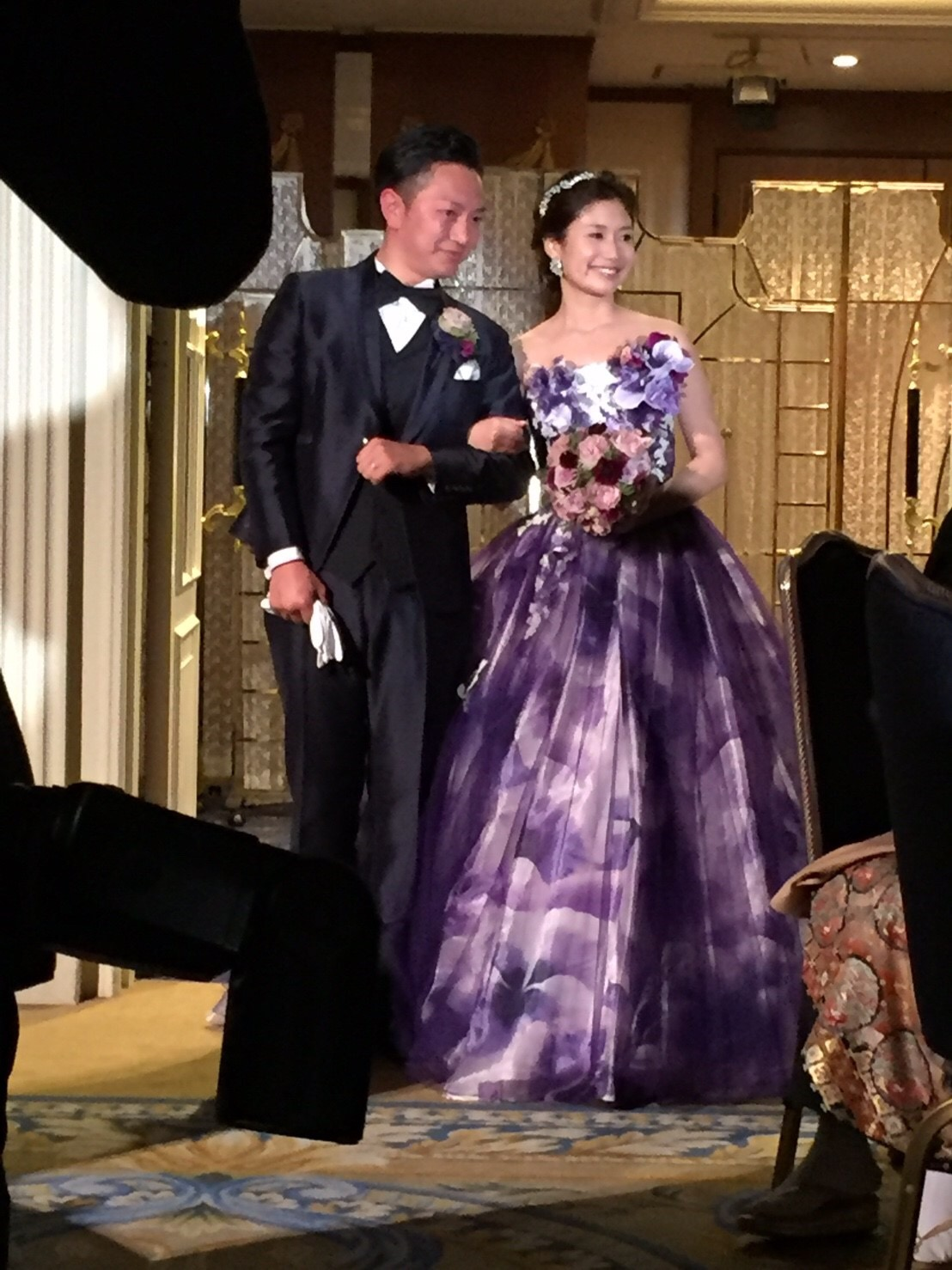 ラウンドブーケ ウェスティンホテル東京様へ、紫のドレスに_a0042928_2325976.jpg