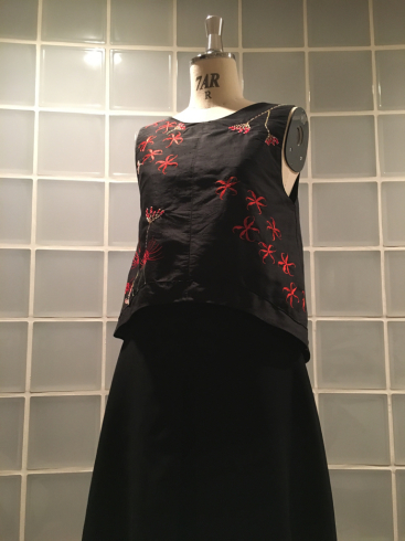 今年はなぜ、黒ドレスなのか・・・そしてこの花は何の花???_e0060341_21392878.jpg