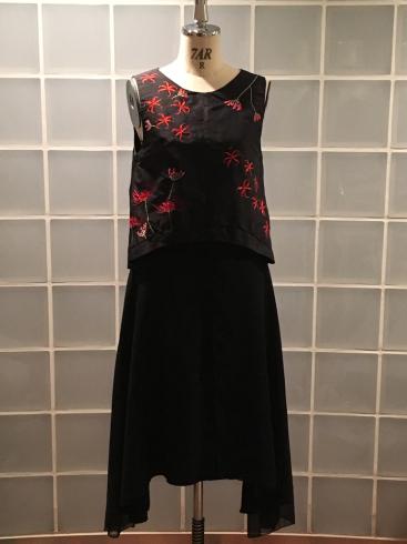 今年はなぜ、黒ドレスなのか・・・そしてこの花は何の花???_e0060341_21393191.jpg