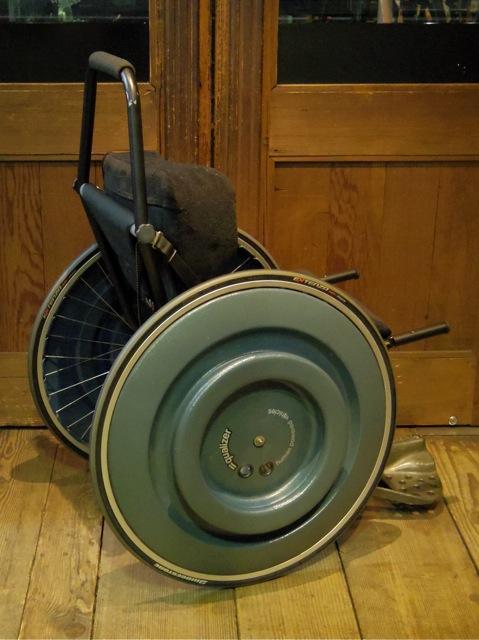 車いす用ウィリーバー_e0132852_19162585.jpg