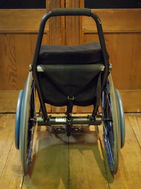 車いす用ウィリーバー_e0132852_19163131.jpg