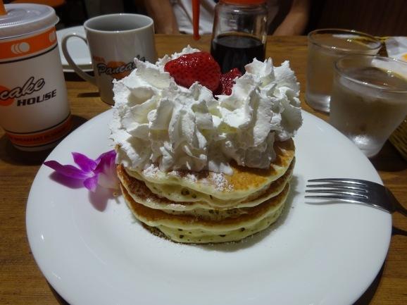 KOA Pancake Houseでストロベリーホイップパンケーキ_e0230011_17064800.jpg