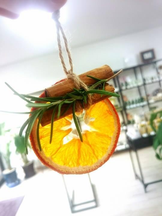 12月の月替わりワークショップは『ドライオレンジのクリスマスオーナメント作り』_b0349400_21070643.jpg
