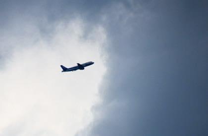 鳥取空港を飛び立った東京便もすぐ雲の中に...._b0194185_2284069.jpg