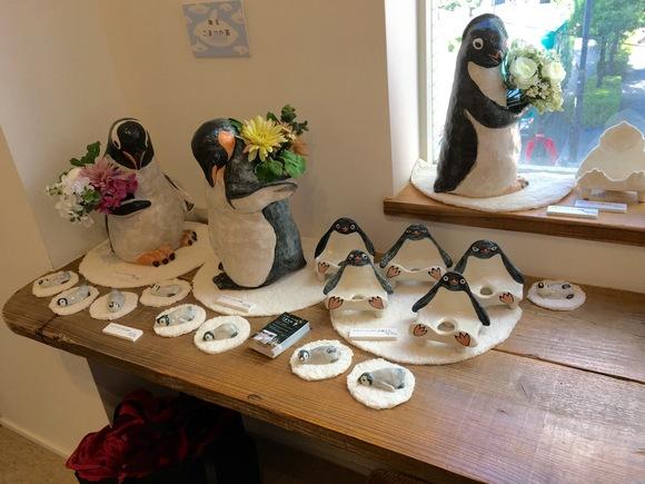 通ペン閣のペンギン展終了。個展の荷物発送しました。_d0123492_19353049.jpg