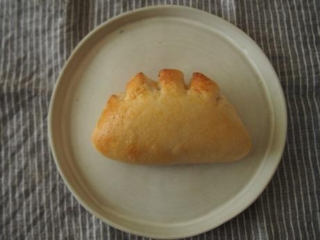 新トトノエでも引き続き木曜日はパンの日。_a0325273_05345308.jpeg
