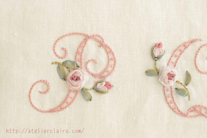 『ちいさなリボン刺繍』の中のイニシャル刺繍の花文字を額装にしてみたら②_a0157409_08481002.jpg