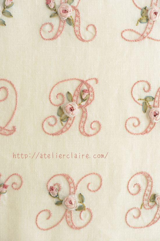 『ちいさなリボン刺繍』の中のイニシャル刺繍の花文字を額装にしてみたら②_a0157409_08483477.jpg