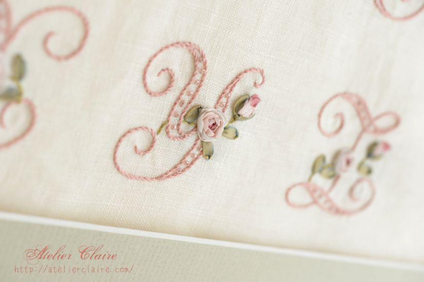 『ちいさなリボン刺繍』の中のイニシャル刺繍の花文字を額装にしてみたら②_a0157409_08484407.jpg