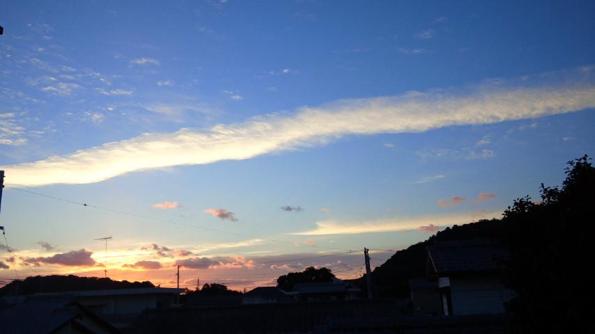 今朝の地震雲:非常に珍しいことに今朝和歌山の方角に「地震雲」があった?_a0348309_7115098.jpg